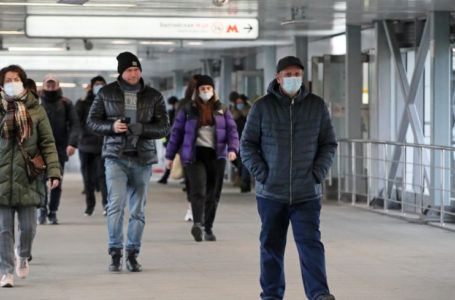 Ни поцелуев, ни объятий: ВЦИОМ выяснил, как пандемия повлияла на обычаи россиян